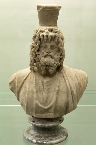 Soubor:Serapis, 3rd c AD, Roman replica of type by Bryas, Prague NM-H10 4740, 151727.jpg