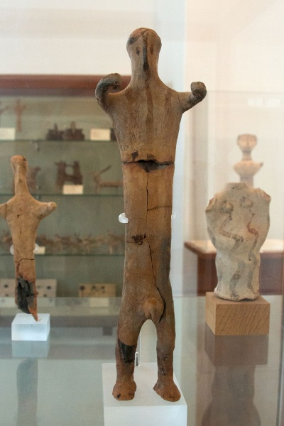 Soubor:Male figurine from West Shrine in Phylakopi, 12th c BC, AM Milos, 152486.jpg