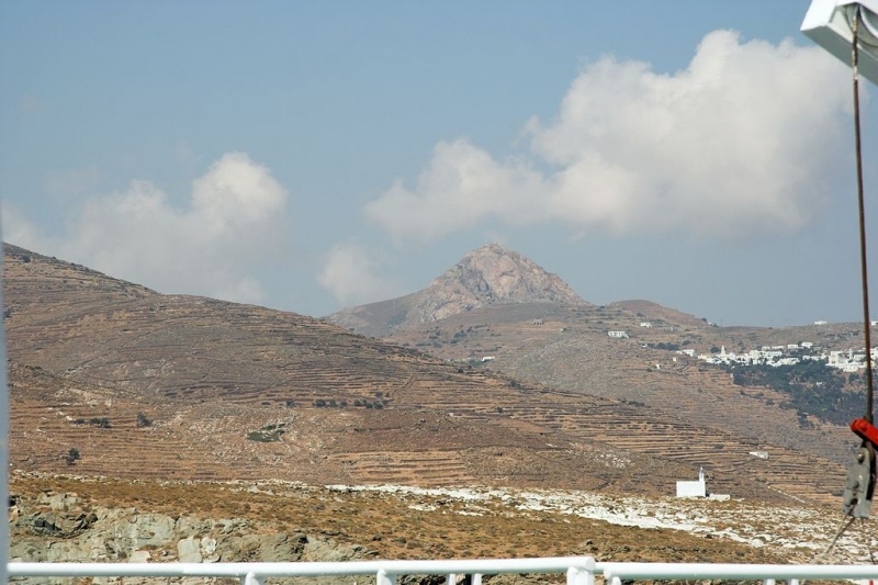 Soubor:Xobourgo from ferry, Tinos, 090823.jpg